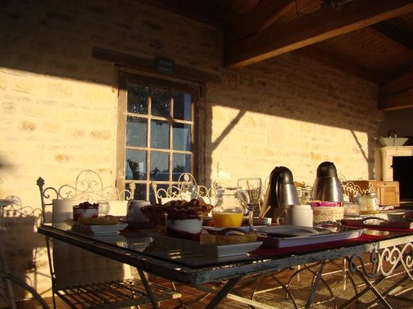 Petit déjeuner servis sur la terrasse